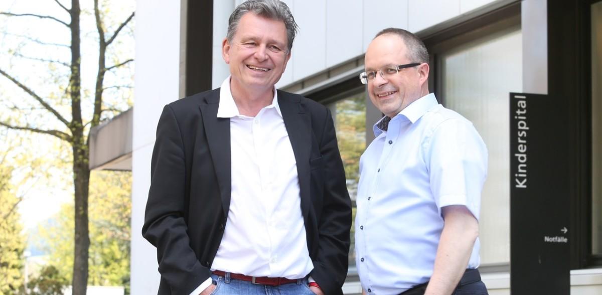 Philipp Aebi, reformierter Spitalseelsorger am Luzerner Kantonsspital LUKS mit DeinAdieu-Autor Martin Schuppli. (Foto: Peter Lauth)