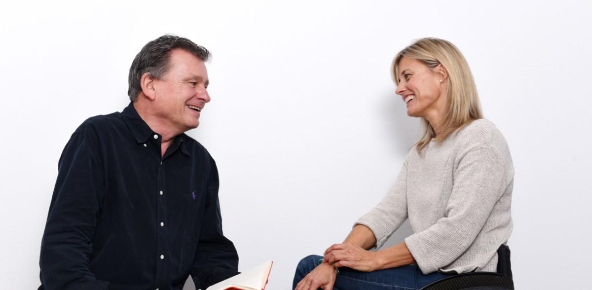 Edith Wolf Hunkeler unterhält sich mit DeinAdieu-Autor Martin Schuppli zum Thema Leben und Sterben. (Foto: Daniela Friedli)